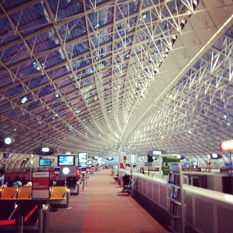 朝4時CDG着。 ひたすら寝てました。 空港に着いて、早朝勤務で不機嫌な空港職員に誘導されて移動。 そのオモシロ対応にフランス来たーーと実感  笑これからマルセイユ・